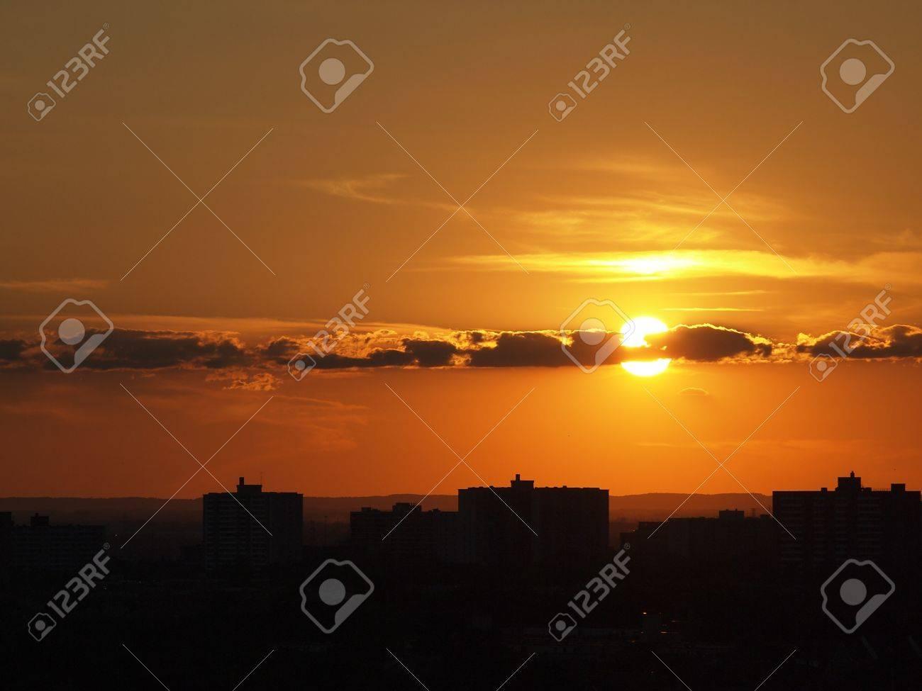 Scene of sun set over the city Stock Photo - 14731971