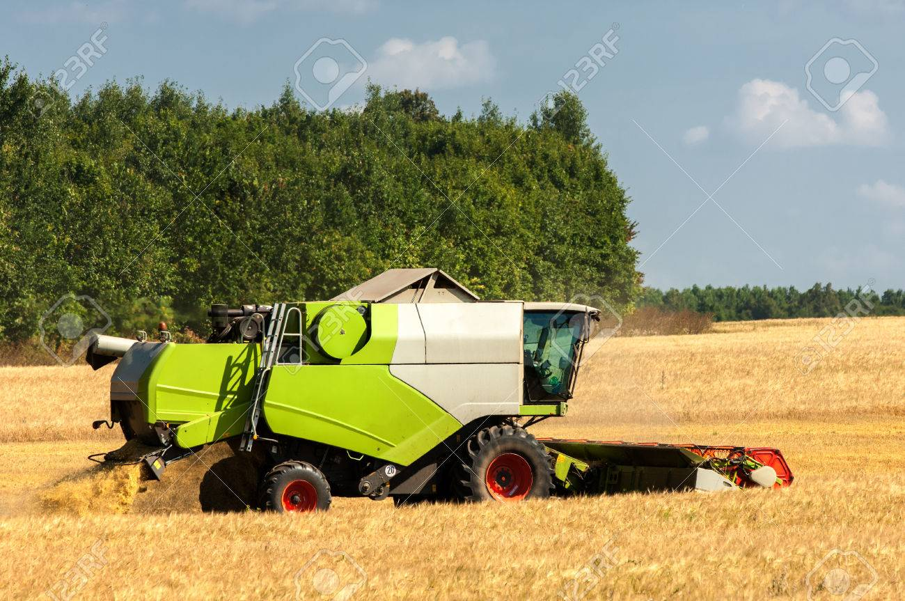 combine an agricultural machine that cuts Stock Photo - 44397571