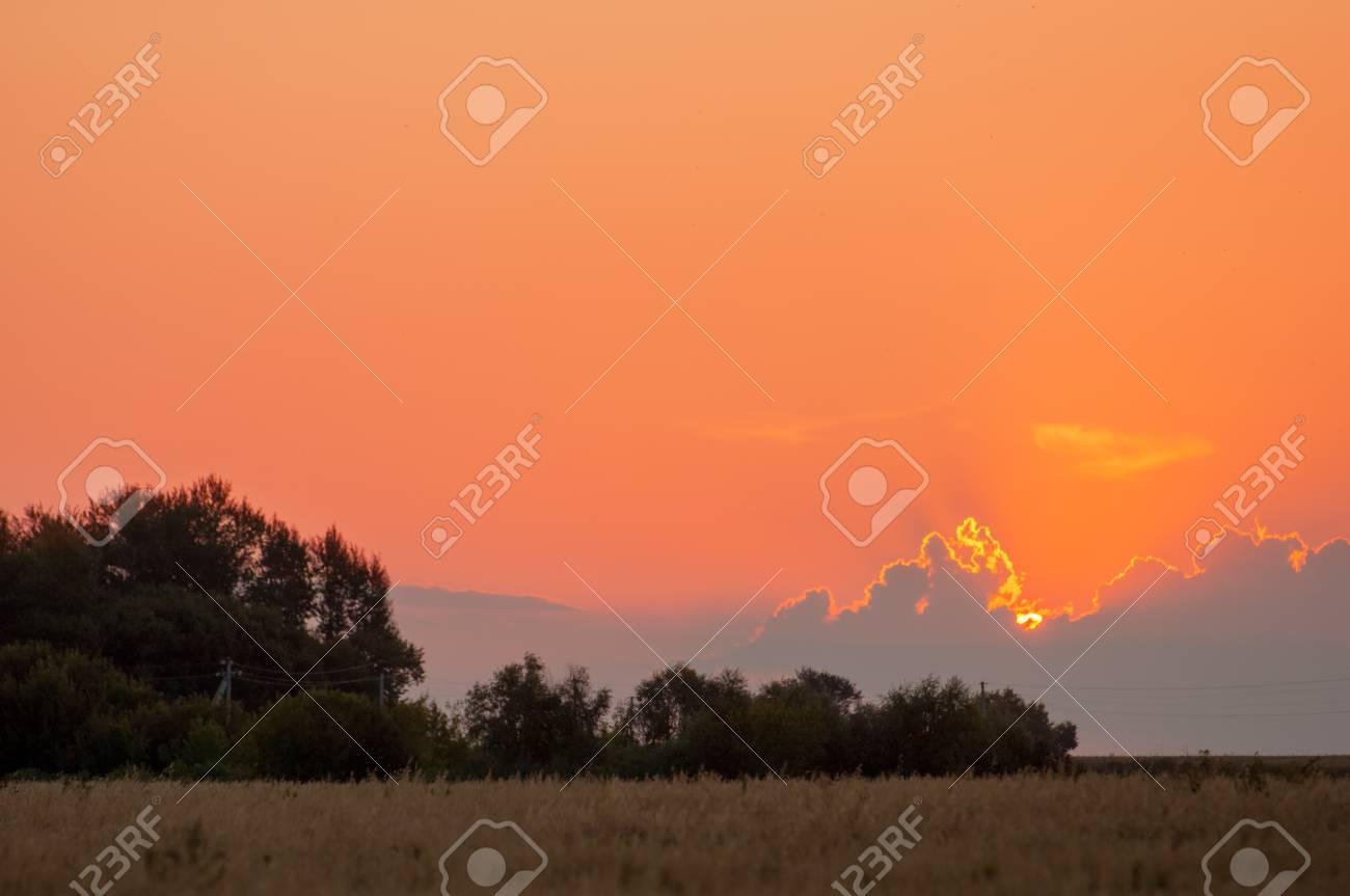 Levers Sunsets Coucher De Soleil Dans La Prairie Le Soleil