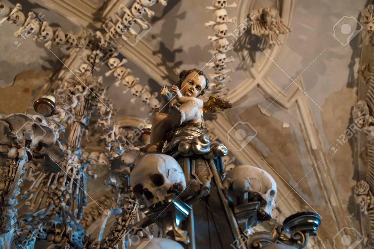 Vista General Del Osario De Sedlec, Iglesia De Huesos En Kutná Hora ...