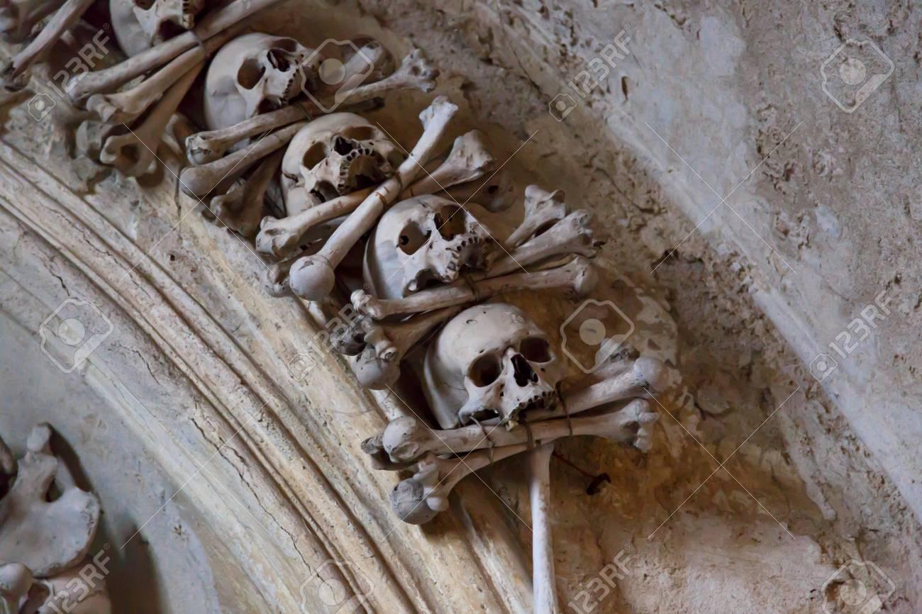 Cierre De Vista Detallada De Osario De Sedlec, Iglesia De Huesos En ...