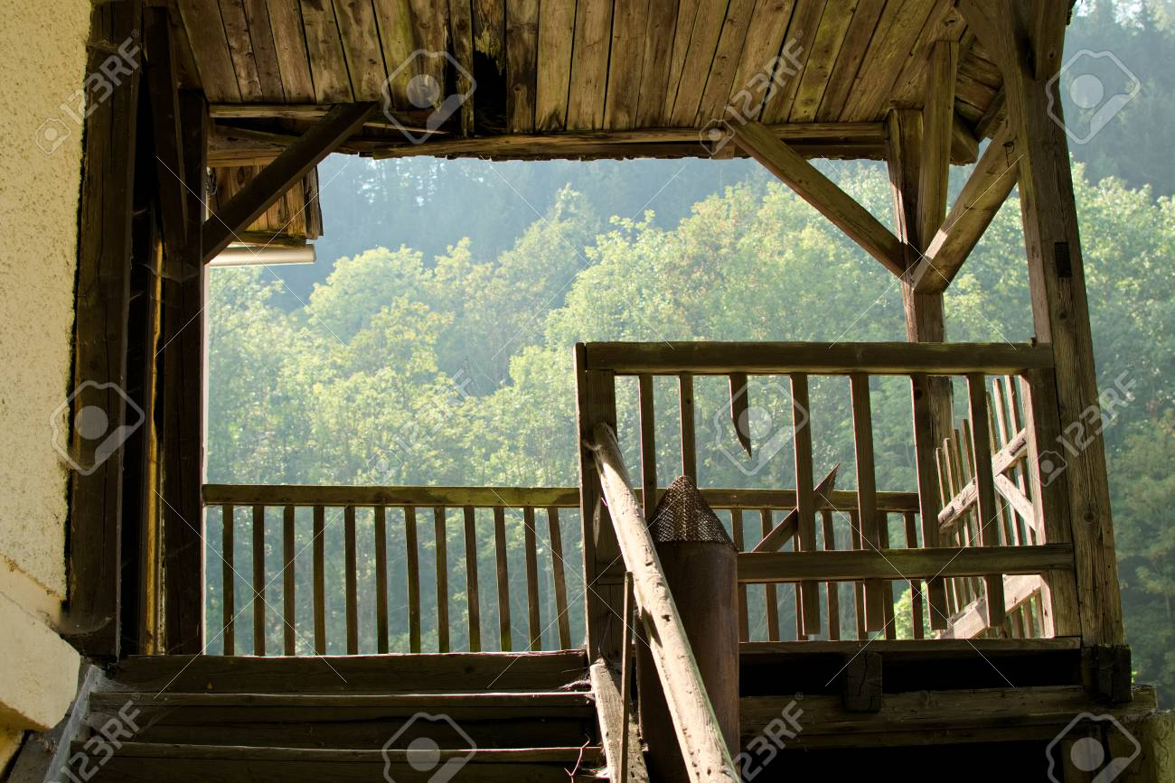 view of an old wooden terrace foto royalty free gravuras imagens e