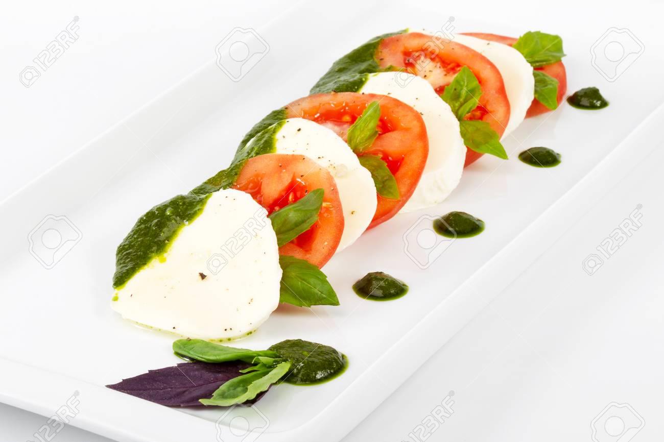 Kostliches Gourmet Essen Auf Dem Tisch Gourmet Kuche In Weissem Teller Kreatives Restaurantkonzept Lizenzfreie Fotos Bilder Und Stock Fotografie Image 84158625