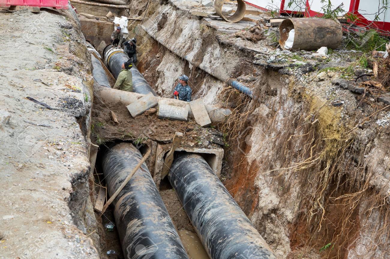 Odessa Ucrania 11 De Octubre De 2016 Reparación De Suministro De Agua De La Ciudad Sustitución De Viejas Tuberías Metálicas Oxidadas En Tubos De