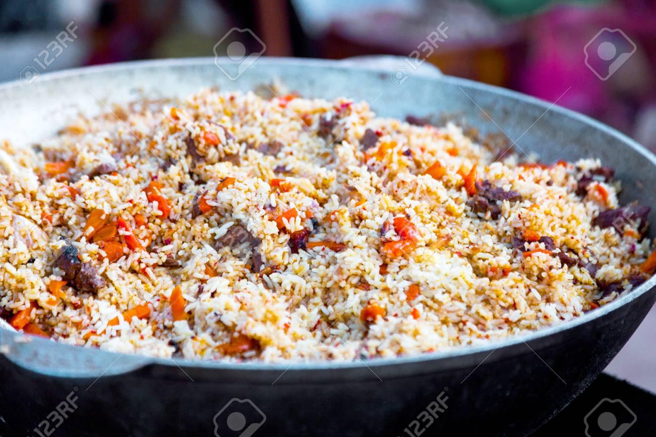 Pilaf Mit Fleisch. Frischer Reis Mit Rindfleisch Und Gemüse In Der ...