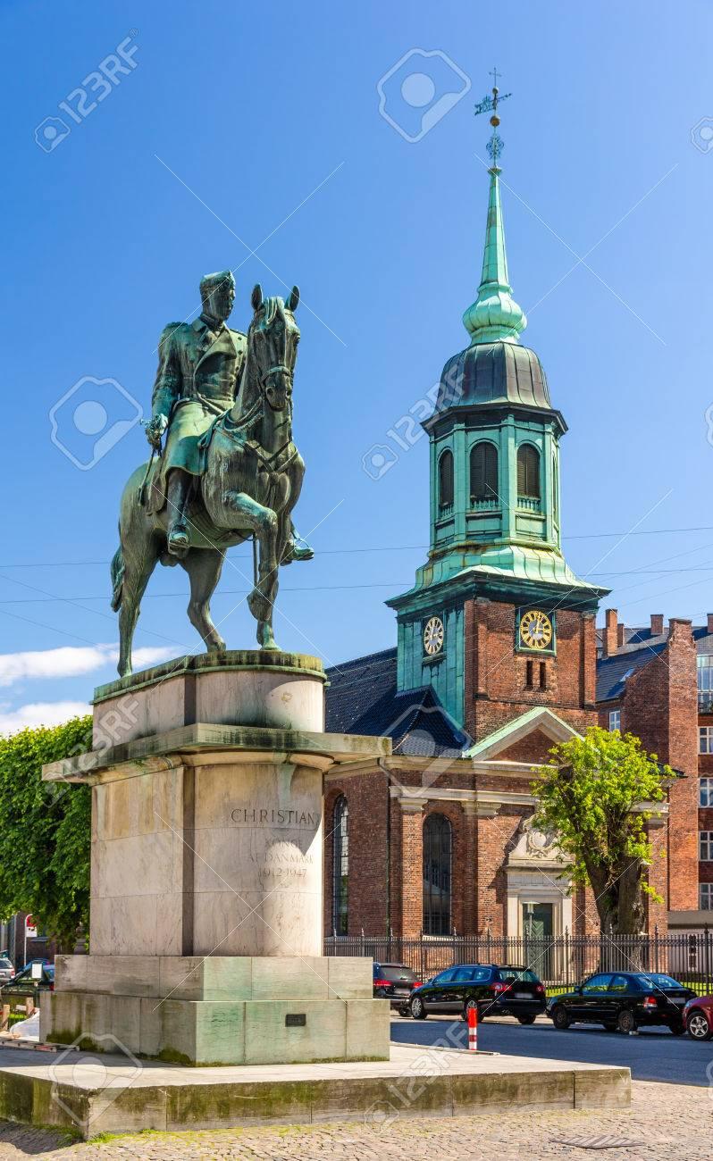 Equestrian Statue of King Christian X in Copenhagen Foto de archivo - 29753120