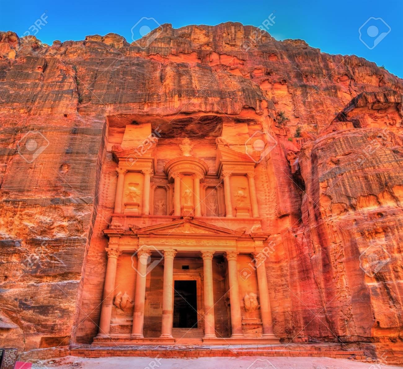 Al Khazneh temple in Petra. UNESCO world heritage site - 75611105