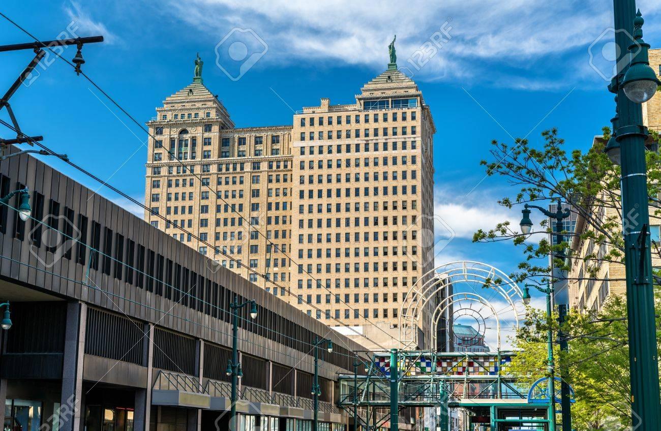バッファロー , ニューヨーク、アメリカのリバティの建物の眺め。新古典派のスタイルで 1925 年に建て