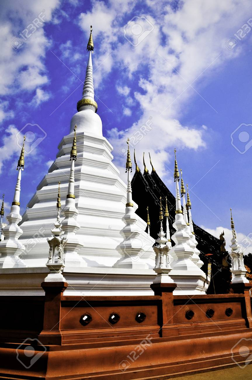 A white temple or wat in Chiang Mai, Thailand Stock Photo - 10828073