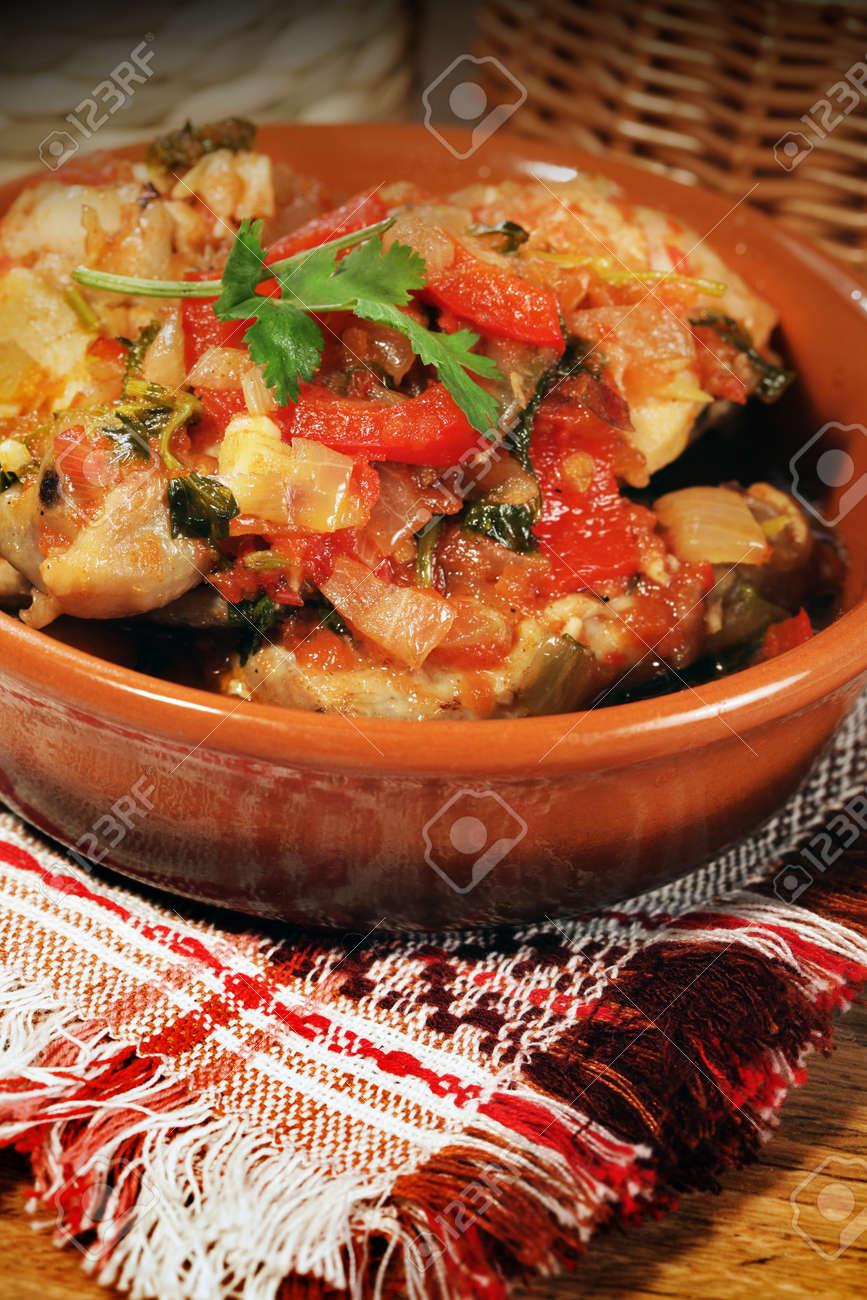 Image De Plat De Cuisine chaud un plat de cuisine ethnique de géorgie préparé à partir de viande de  poulet: chahochbilli