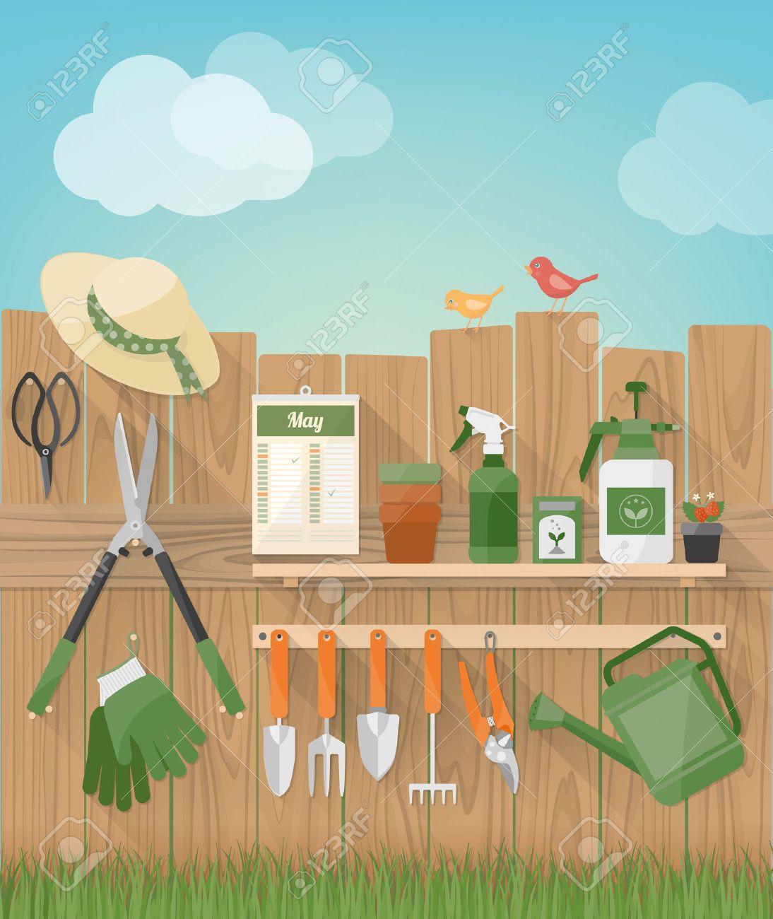 Jardinage et bricolage jardin de jeux avec une clôture en bois avec des  outils pendaison, les plantes et les oiseaux, l\'herbe, au fond,