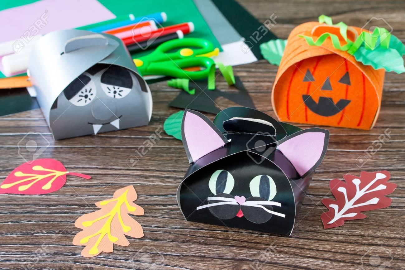 El Nino Crea Una Caja De Regalo Del Gato Negro De Halloween - Manualidades-para-regalar-a-un-nio