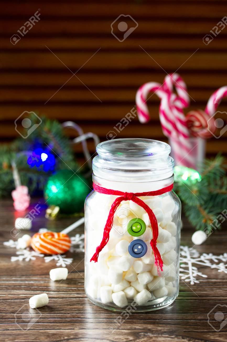 Einzigartig Weihnachtsgeschenk Basteln Referenz Von Standard-bild - Schneemann Süßigkeiten Marshmallows In Einem