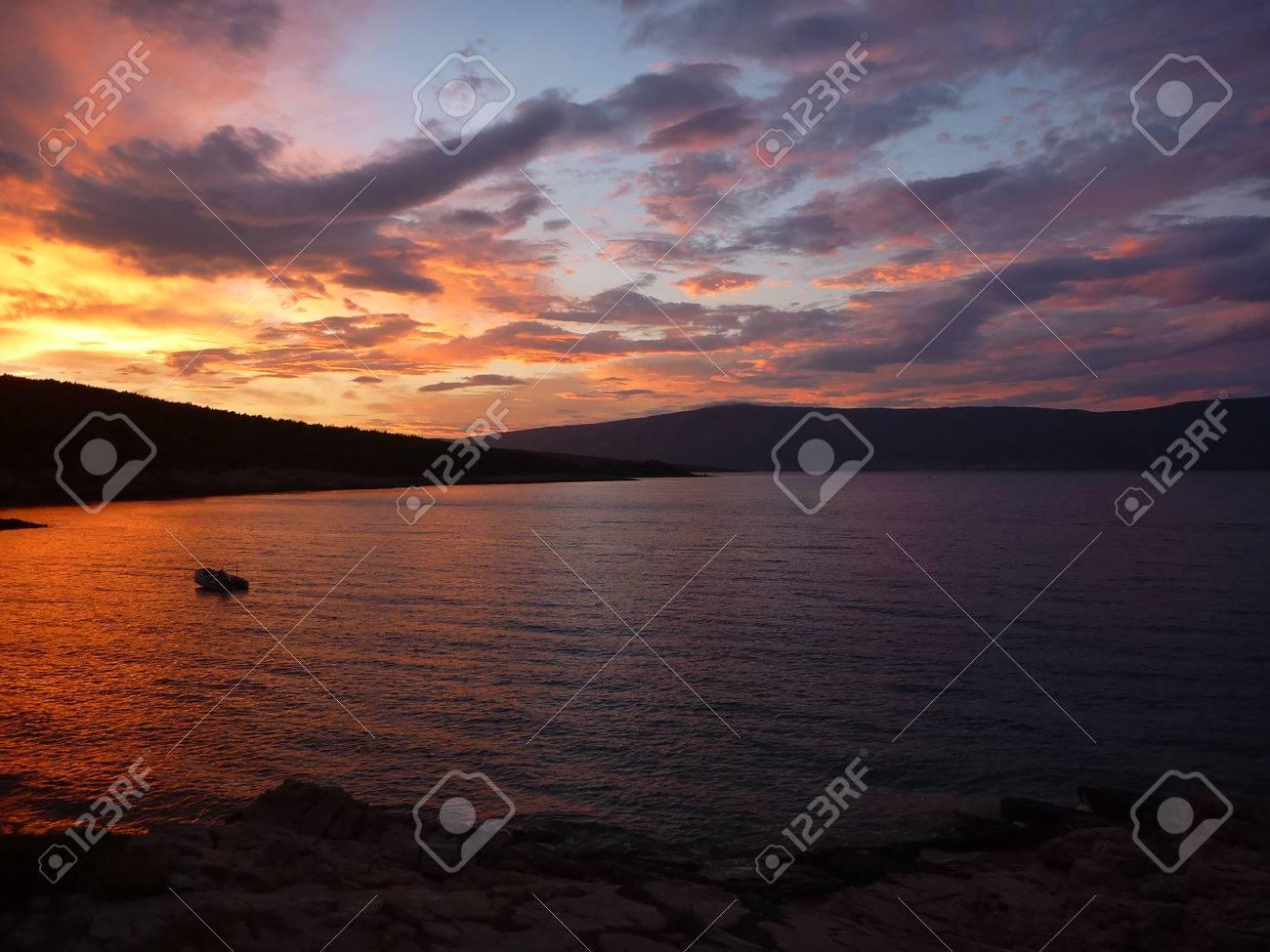 Hvar baia al tramonto con colori incredibili Archivio Fotografico - 31083154