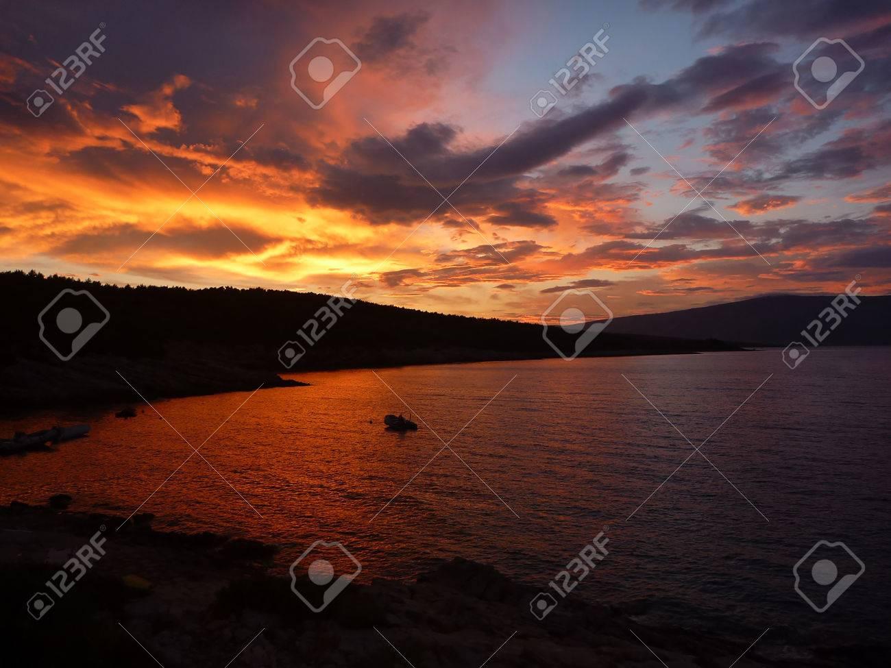 Incredibile tramonto a isola di Hvar Archivio Fotografico - 31085337