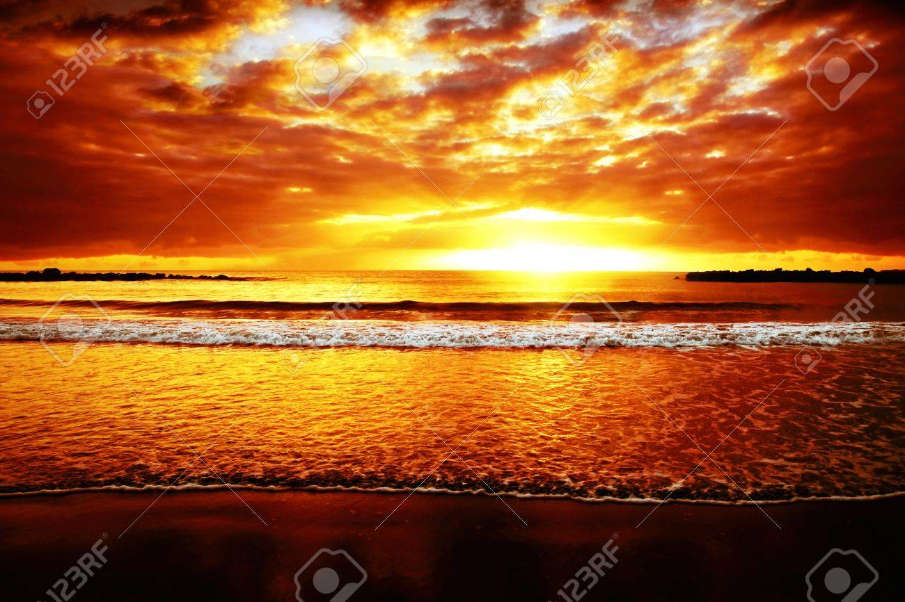 Bright colorful sunset on the ocean Stock Photo - 13411739