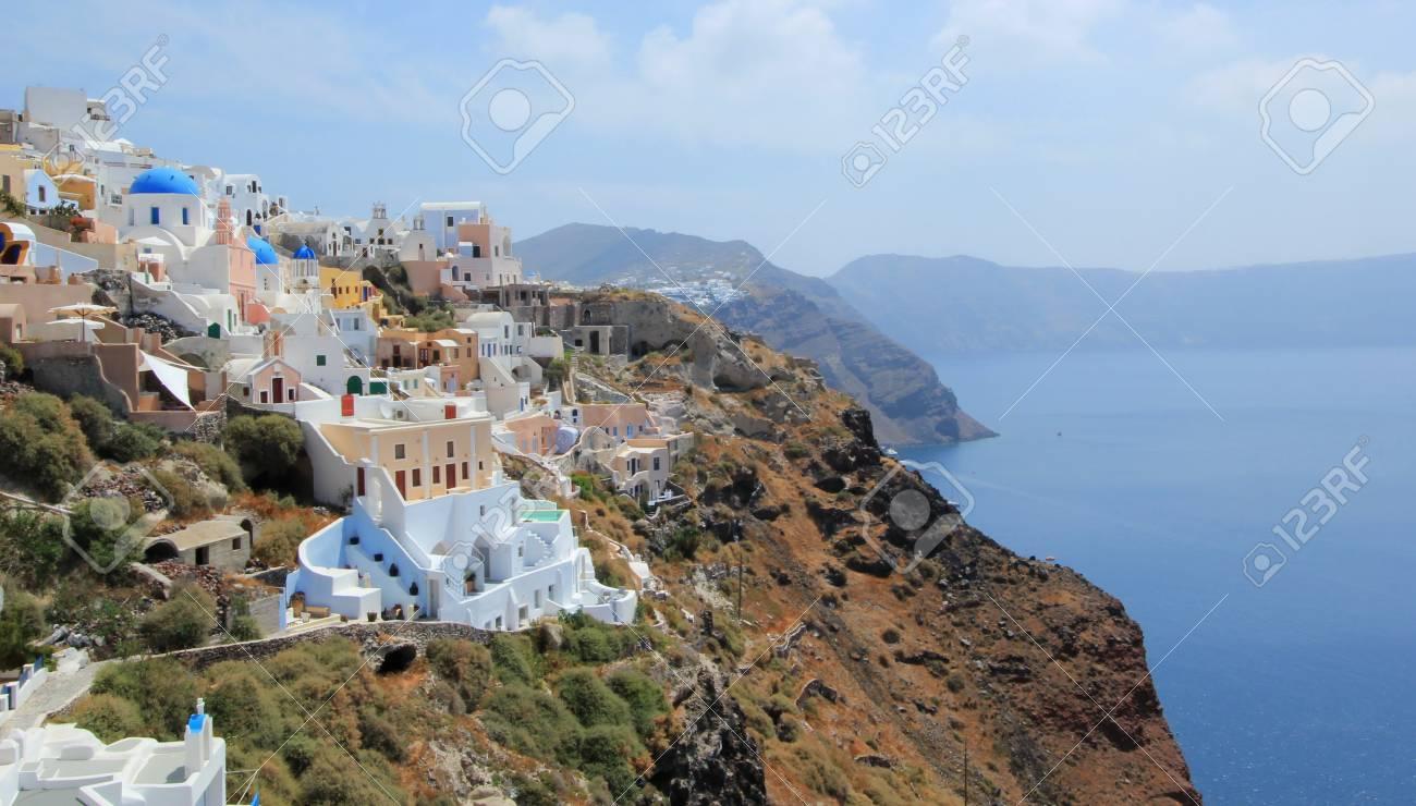 Blick Auf Die Caldera In Oia, Santorini, Griechenland, Durch ...