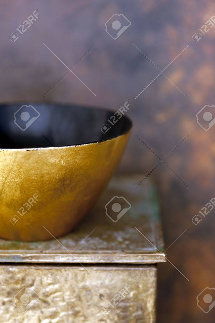 Gold and black laquer bowl on an old gold box - 15512584