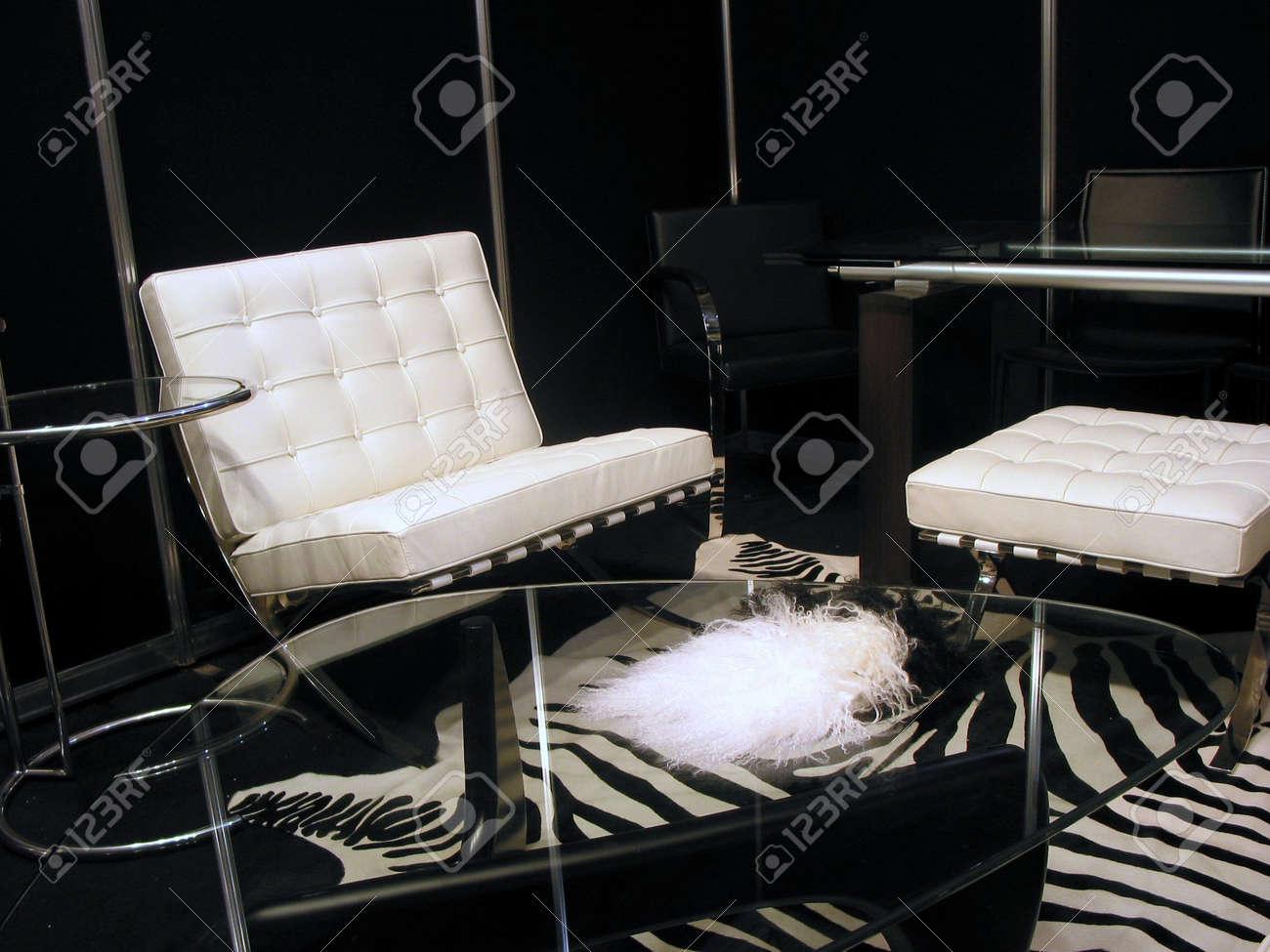 Salotto Moderno Bianco E Nero : Salotto moderno in bianco e nero foto royalty free immagini