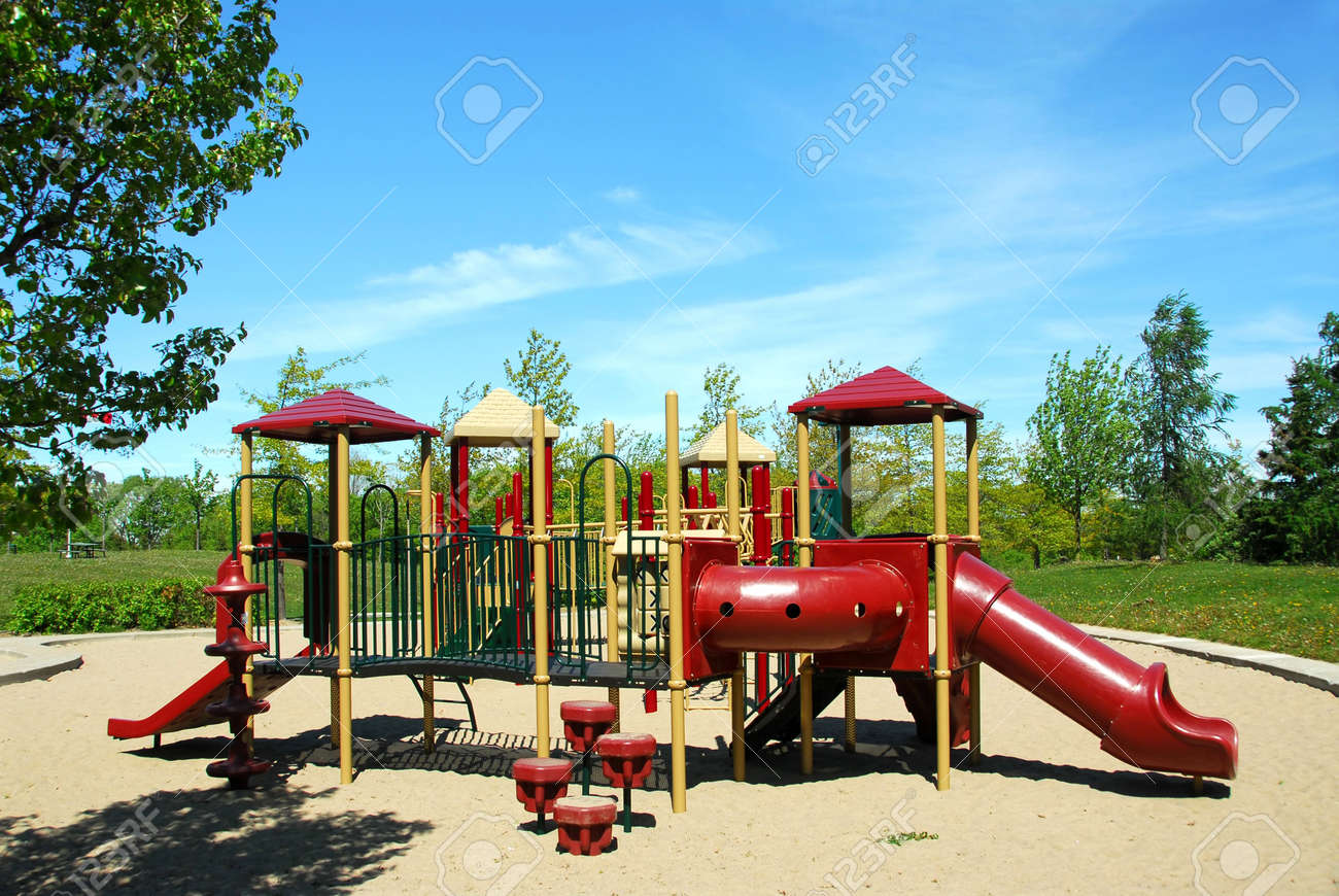 Playground in a city park Stock Photo - 422492