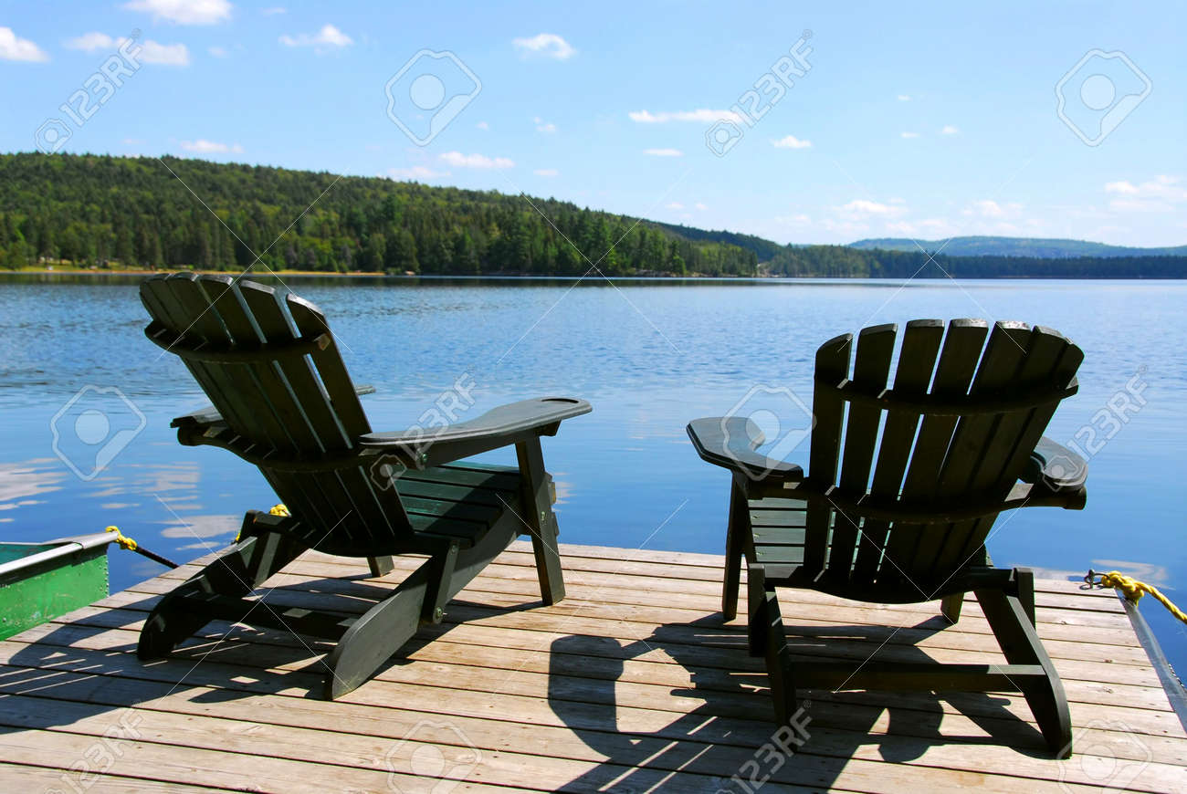 Charmant Stock Photo   Two Adirondack Wooden Chairs On Dock Facing A Blue Lake With  Clouds Reflections
