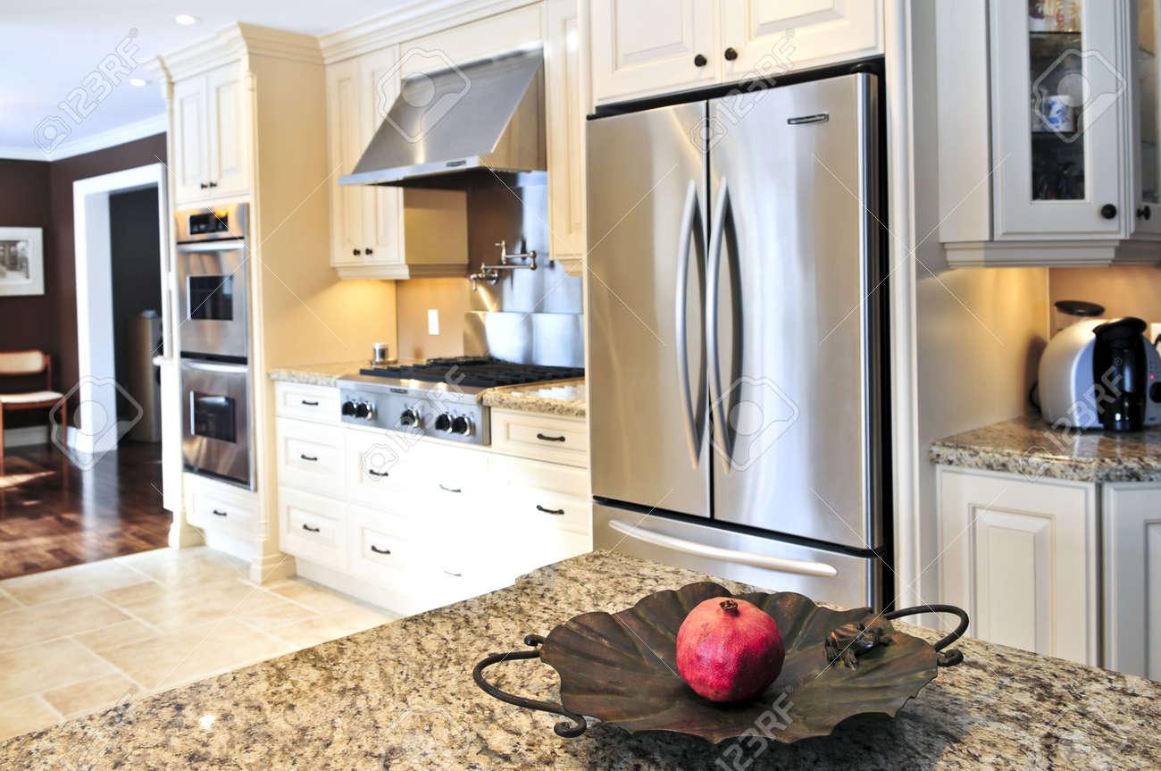 Interior De Lujo Moderno Cocina Con Electrodomésticos De Acero ...