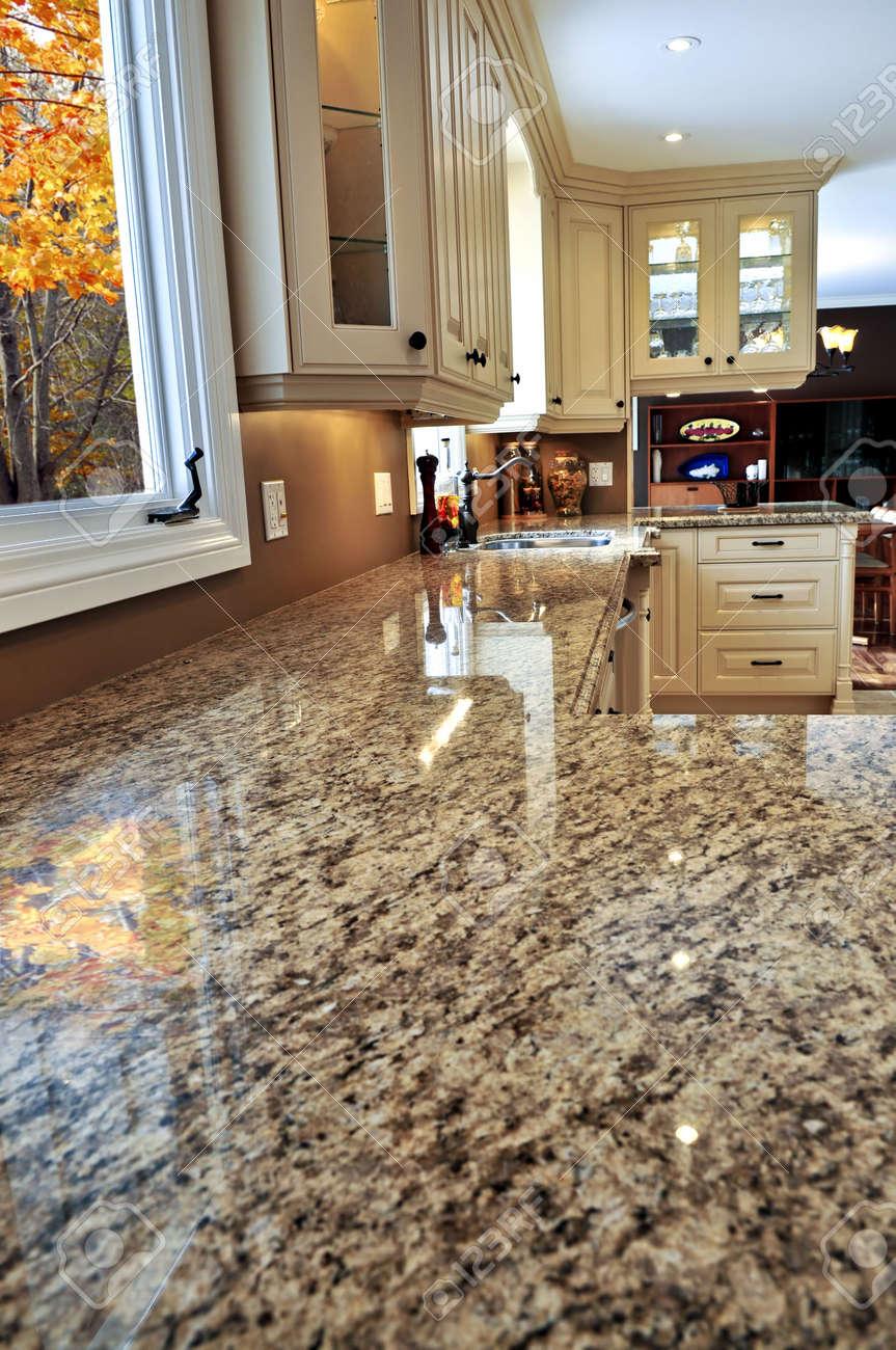 Entrancing Küche Granit Arbeitsplatte Photo Of Moderne Küche Interieur Mit Granit-arbeitsplatte Standard-bild -