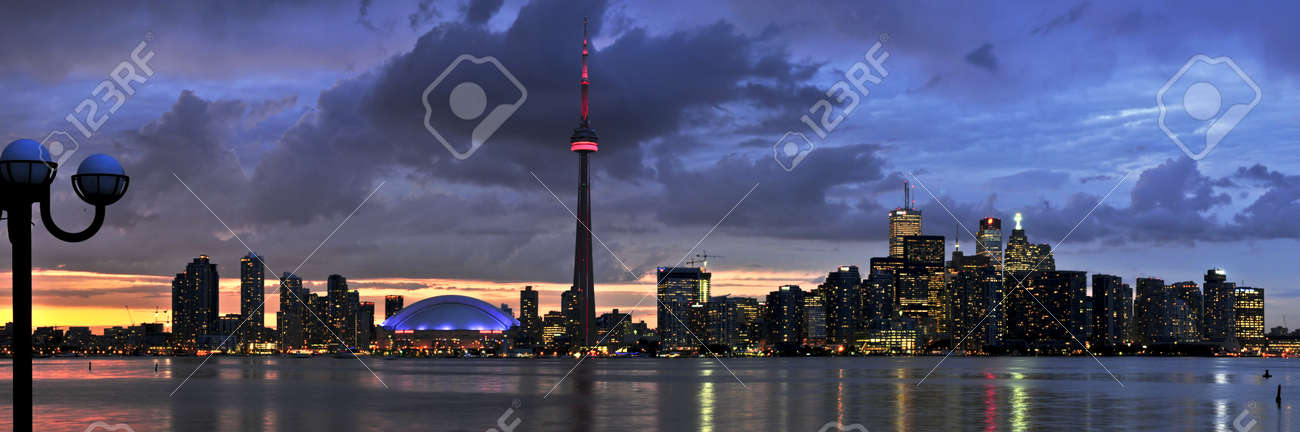 Scenic view at Toronto city waterfront skyline at sunset Stock Photo - 4015675