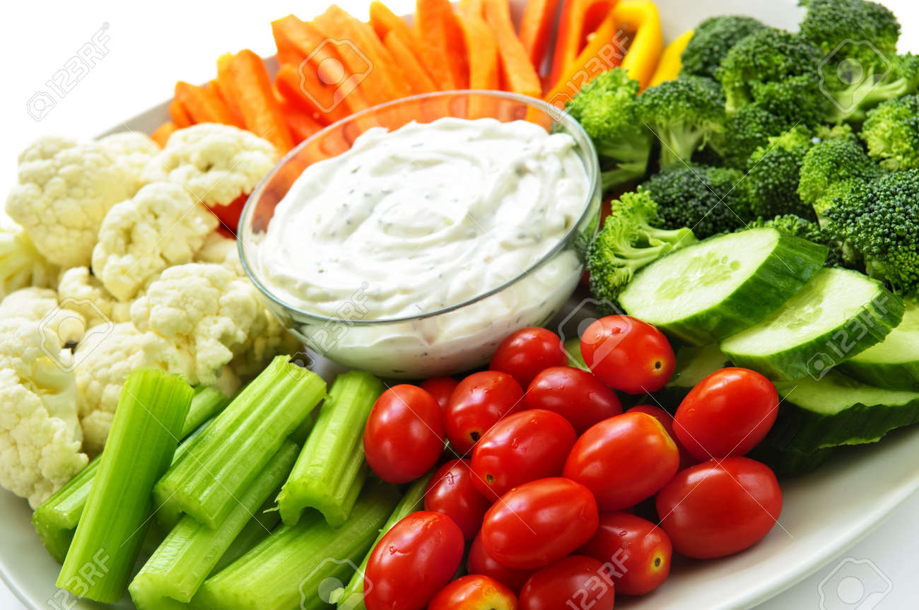 Platter of assorted fresh vegetables with dip - 5395577