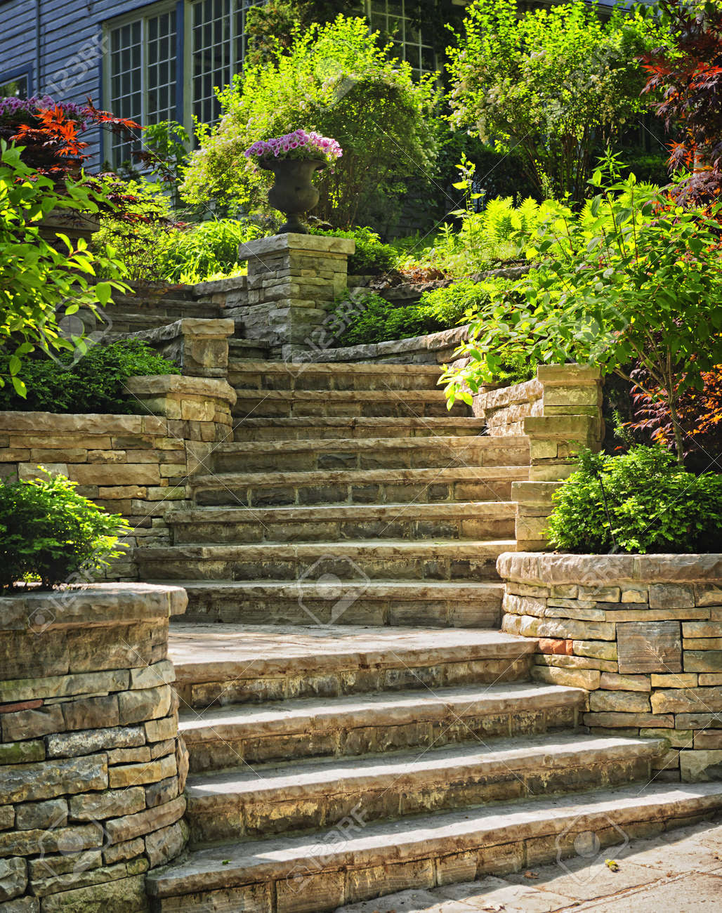 Pierre Naturelle Escaliers Aménagement Paysager Dans Le Jardin De ...