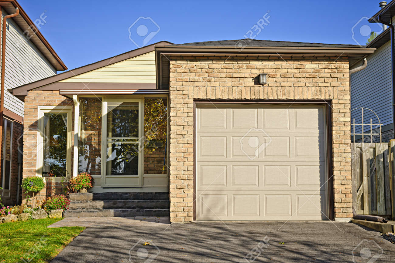 Suburban small bungalow house with single garage Stock Photo - 15374769