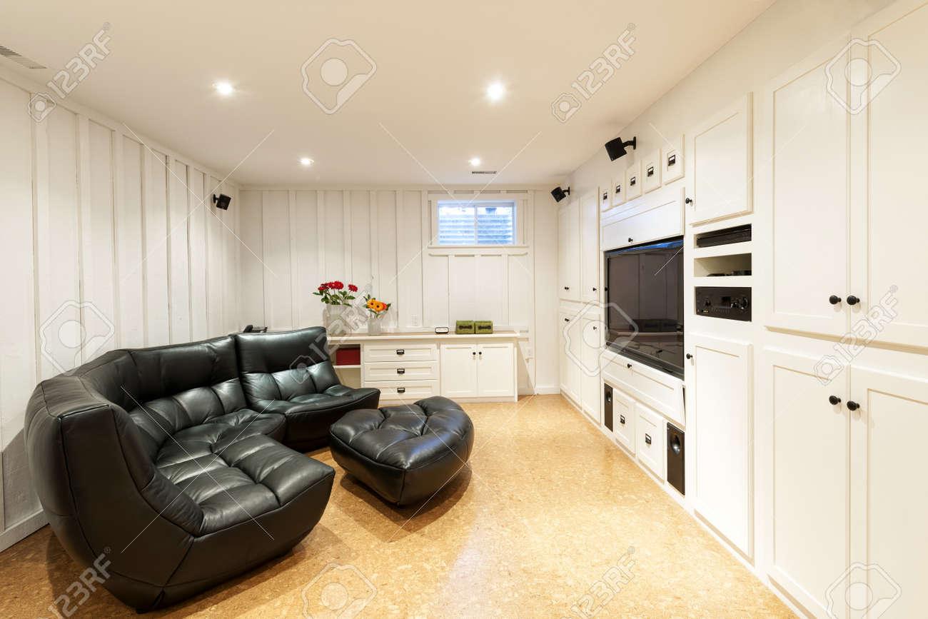 Sous Sol Fini De Maison D Habitation Avec Un Centre De  # Maison En Ecran Plasma