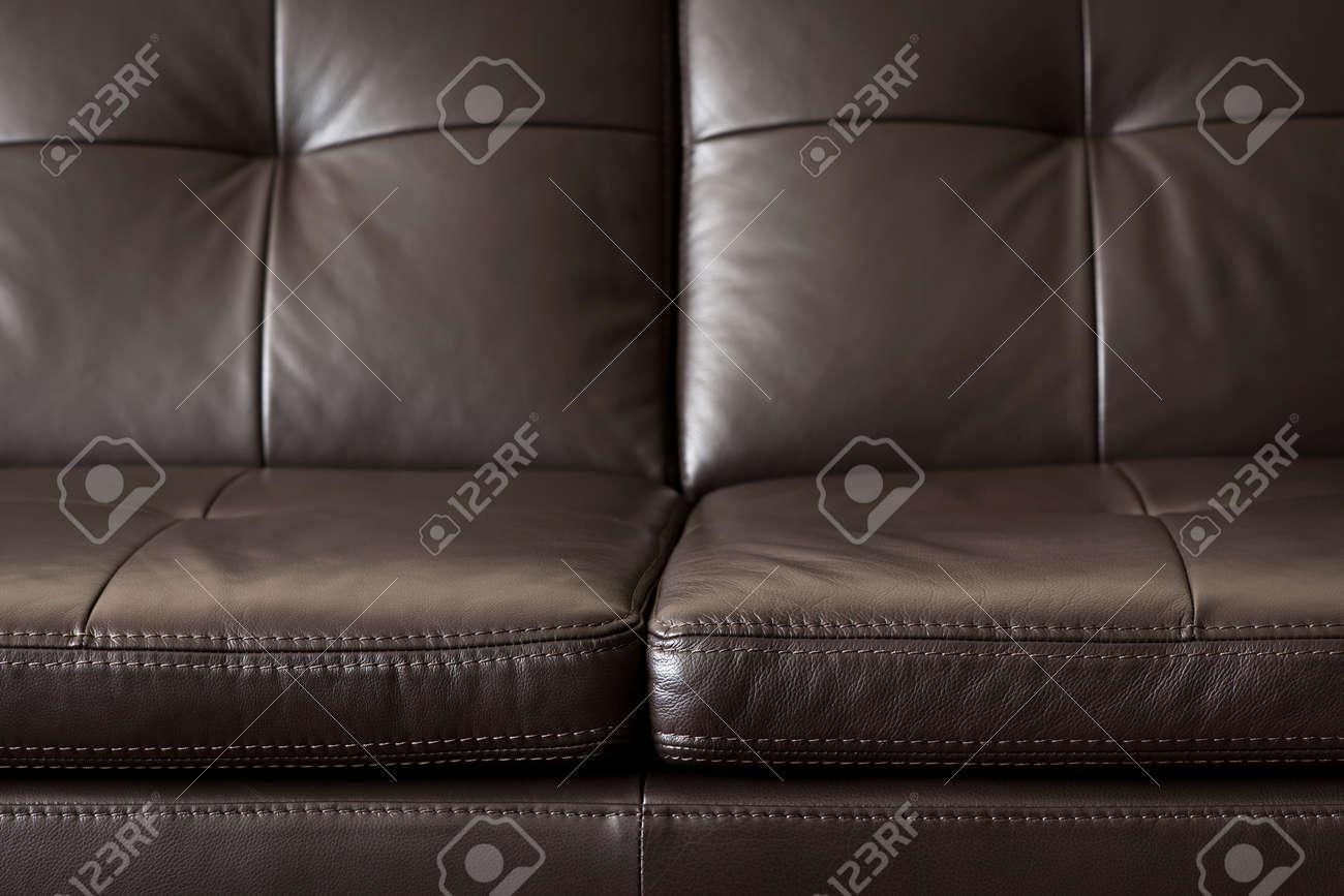 Beeindruckend Ledercouch Referenz Von Nahaufnahme Des Luxuriösen Teuer Braunen Leder-couch Standard-bild