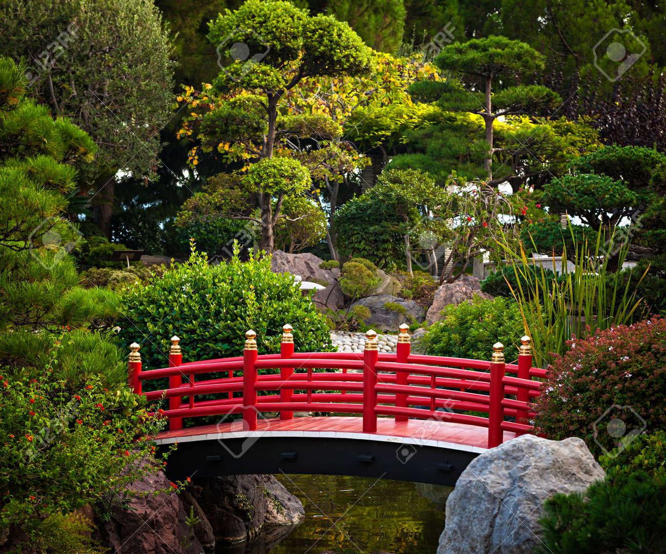 Red bridge over pond in Japanese garden. Monte Carlo, Monaco. - 39234708