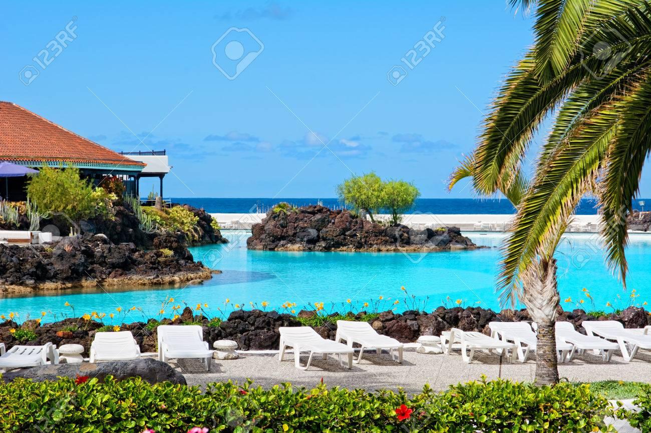 piscinas de agua salada lago martianez bellamente diseñados en