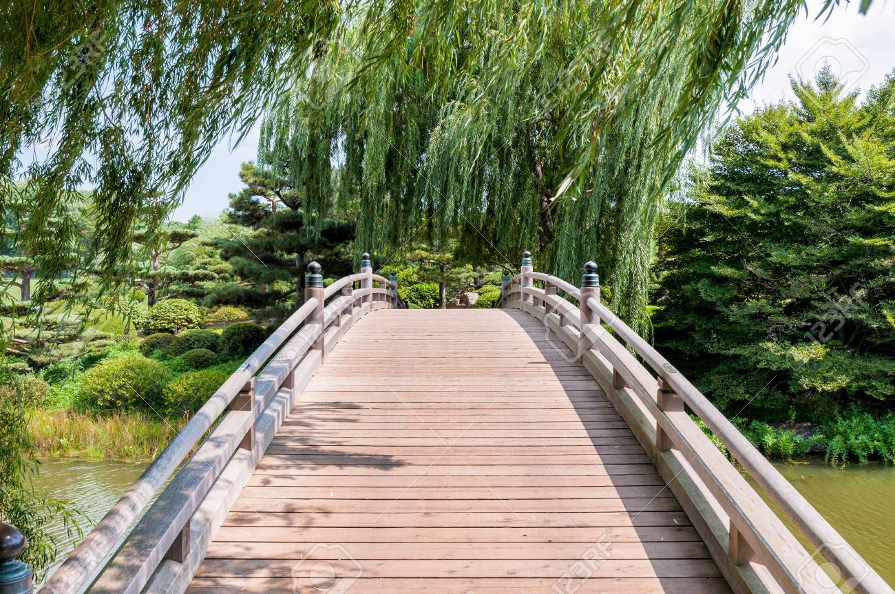 Chicago Botanic Garden, Bridge In The Japanese Garden Area Stock Photo    37356940