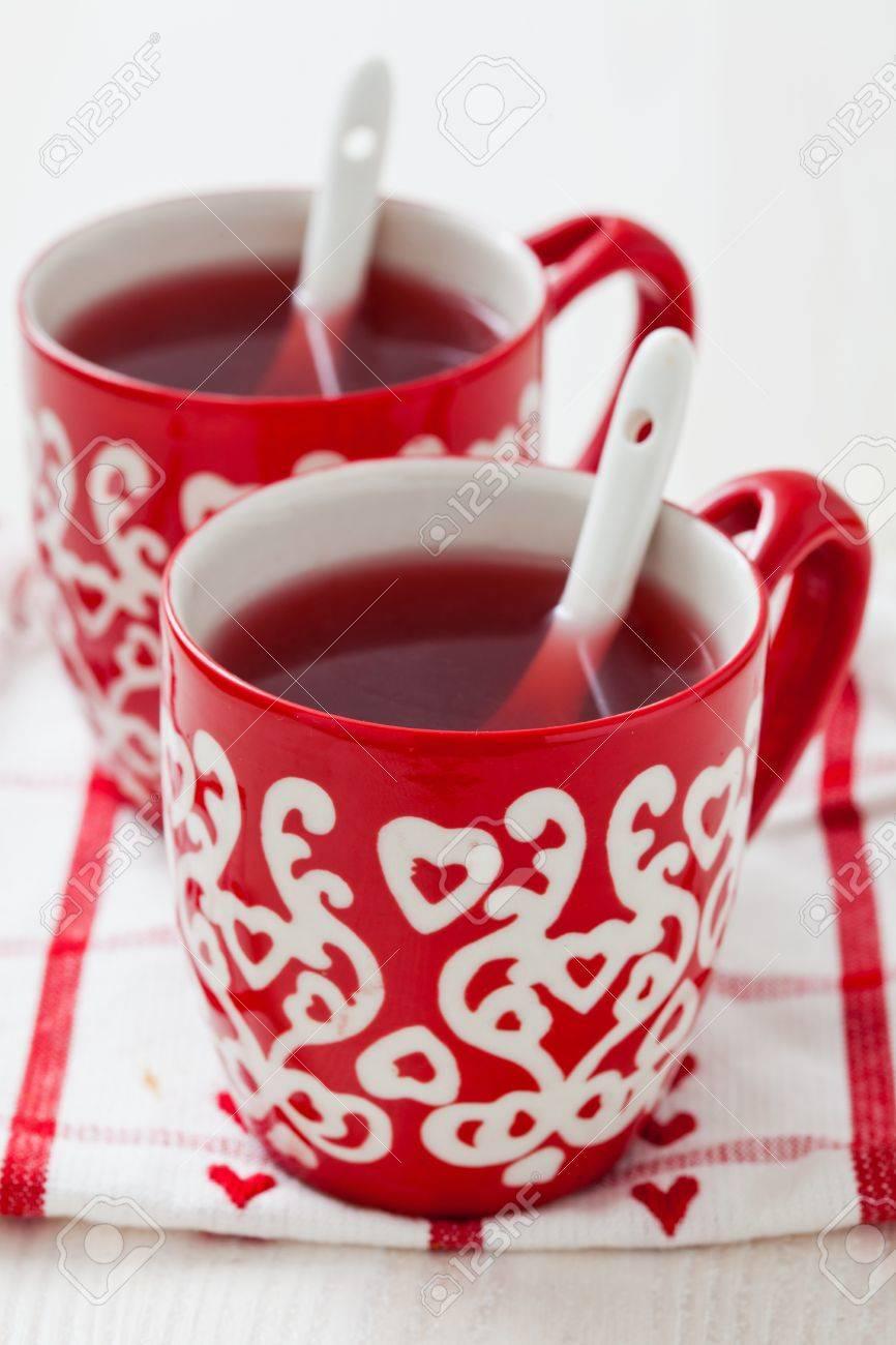 Weihnachten Glühwein In Zwei Kleinen Roten Becher Ruht Auf ...