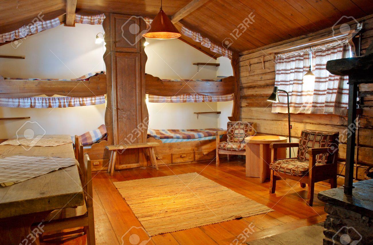 Innenansicht Der Berghutte Aus Holz In Valadalen Nordschweden Lizenzfreie Fotos Bilder Und Stock Fotografie Image 35359034