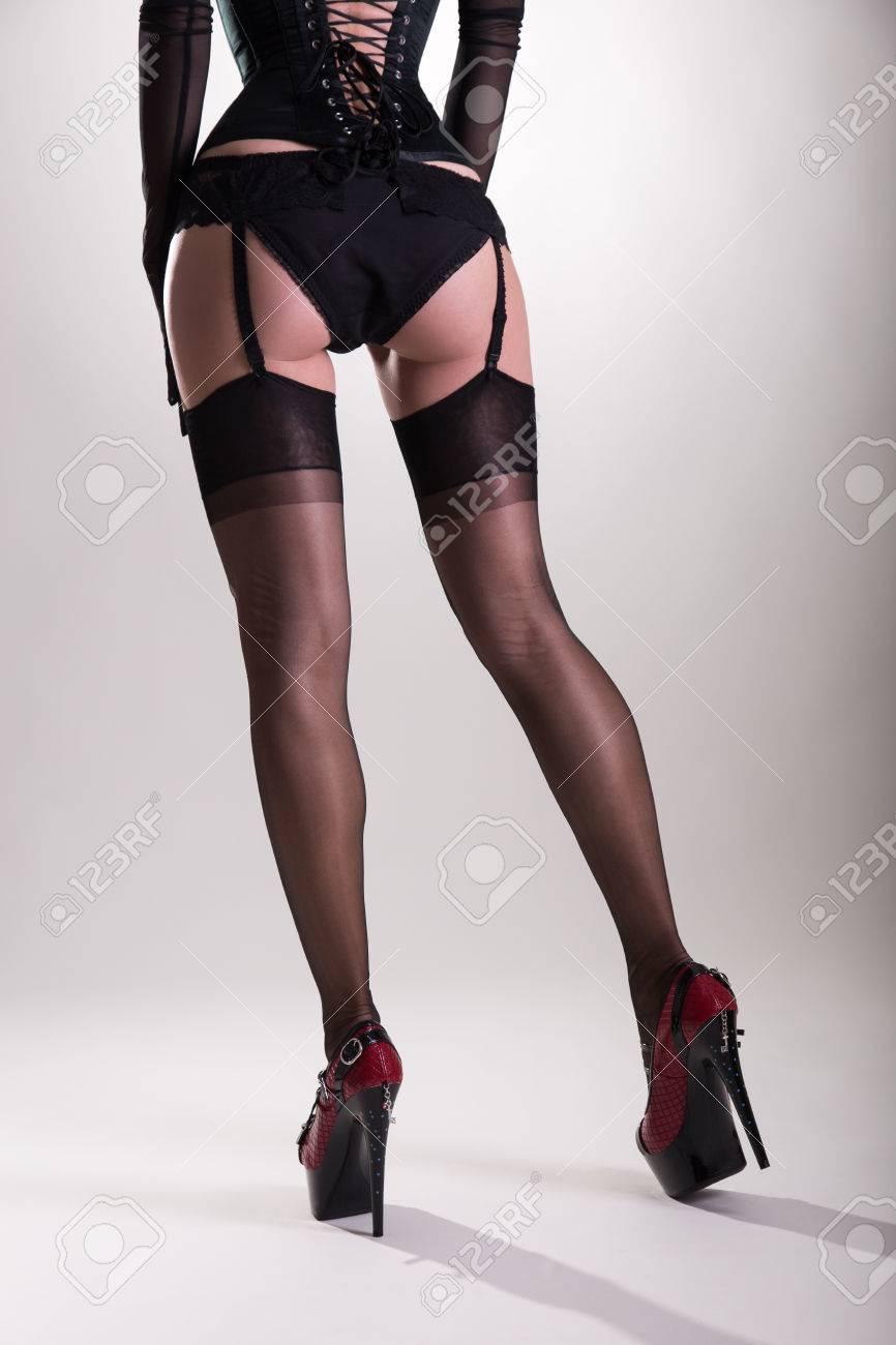 Фото женской ступни в чёрных чулках 21 фотография