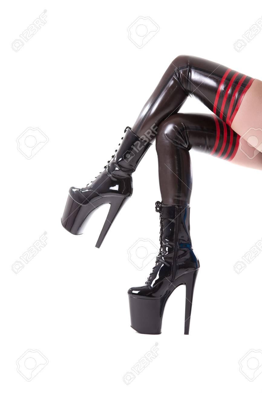 calidad estable gran descuento comprar baratas Piernas largas atractivas en medias de látex y botas de tacón alto, aislado  en el fondo blanco