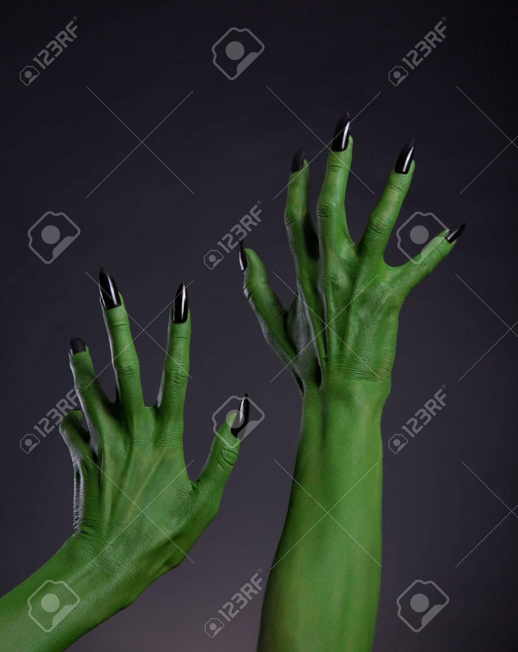 Bruja Verde Manos Con Las Uñas Negras Que Se Extiende Hasta, Tema De ...