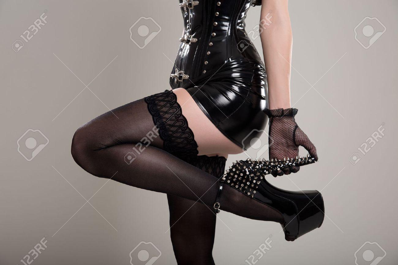 Сексуальные девушки в чулках и на шпильке 19 фотография