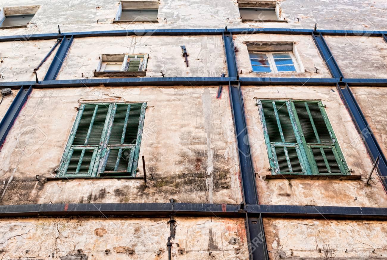 Oude en geruïneerde huis gevel royalty vrije foto plaatjes beelden