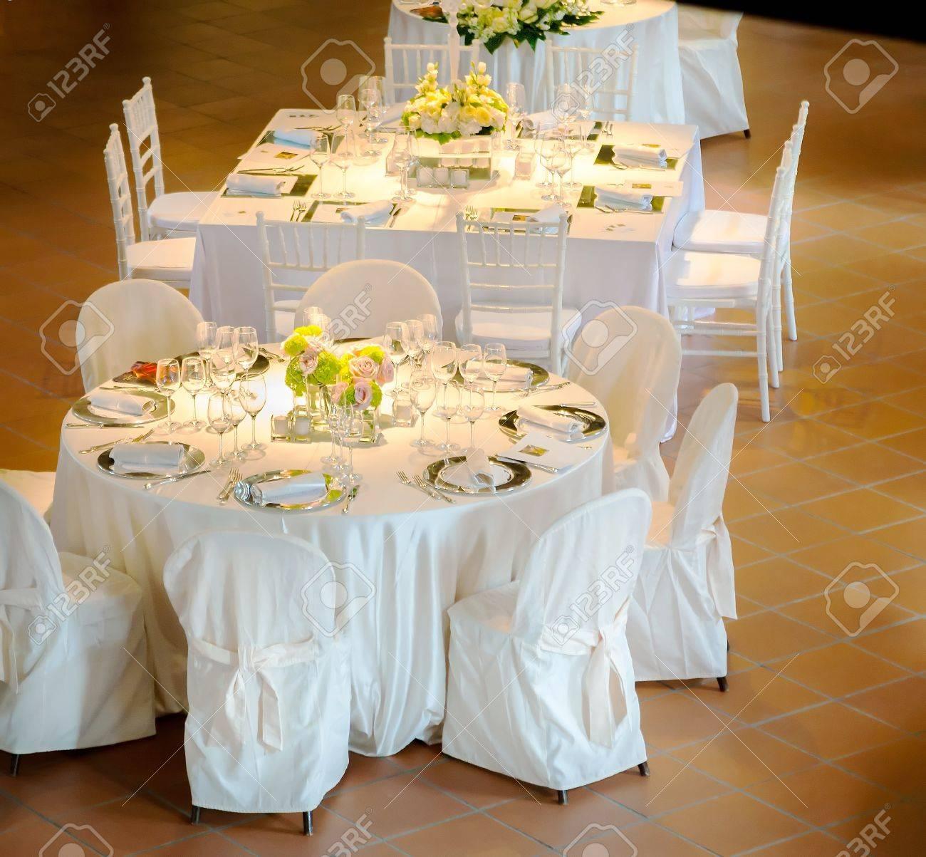 Mesas Decoradas Para Una Fiesta O Recepción De Boda