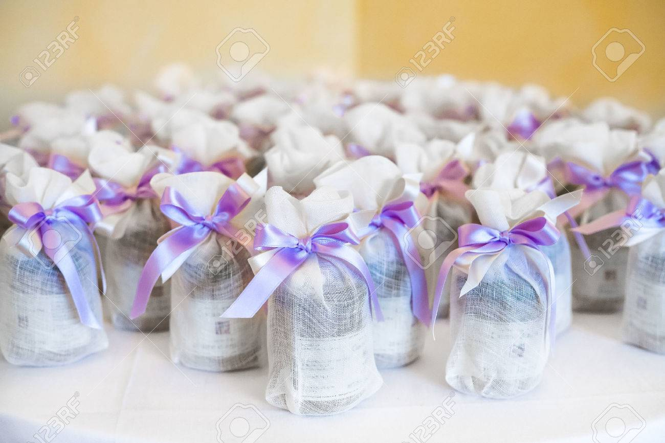 Hochzeitsgeschenk Fur Die Gaste Lizenzfreie Fotos Bilder Und Stock