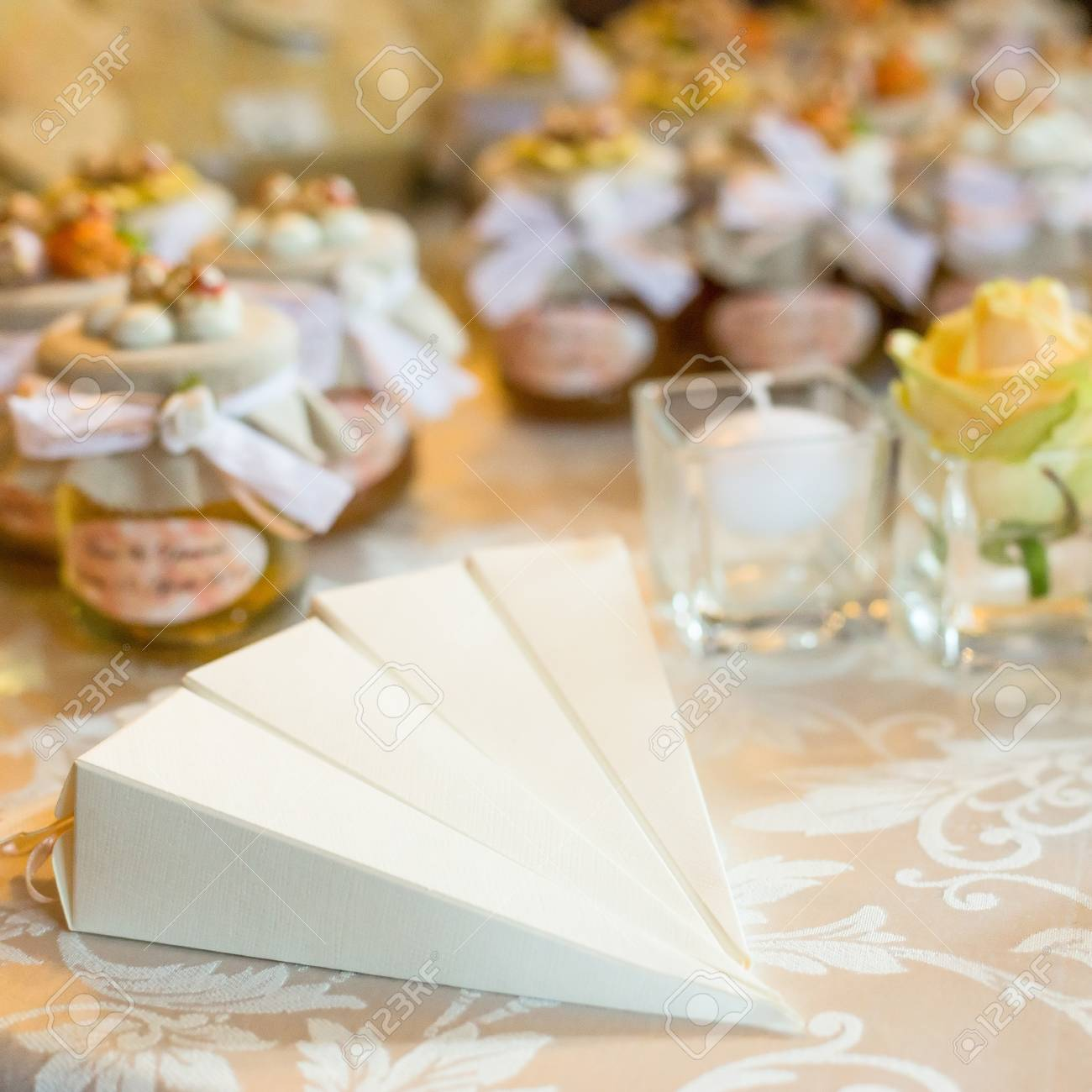 Hochzeitsgeschenke Fur Gaste Lizenzfreie Fotos Bilder Und Stock