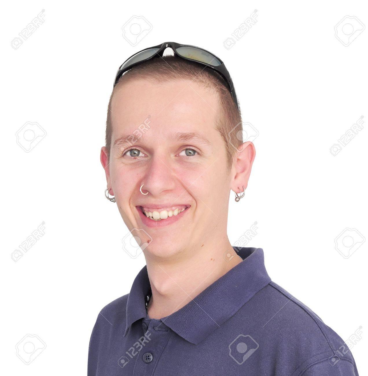 El Hombre Joven Caucásico Con Piercing En La Nariz Y Las Orejas