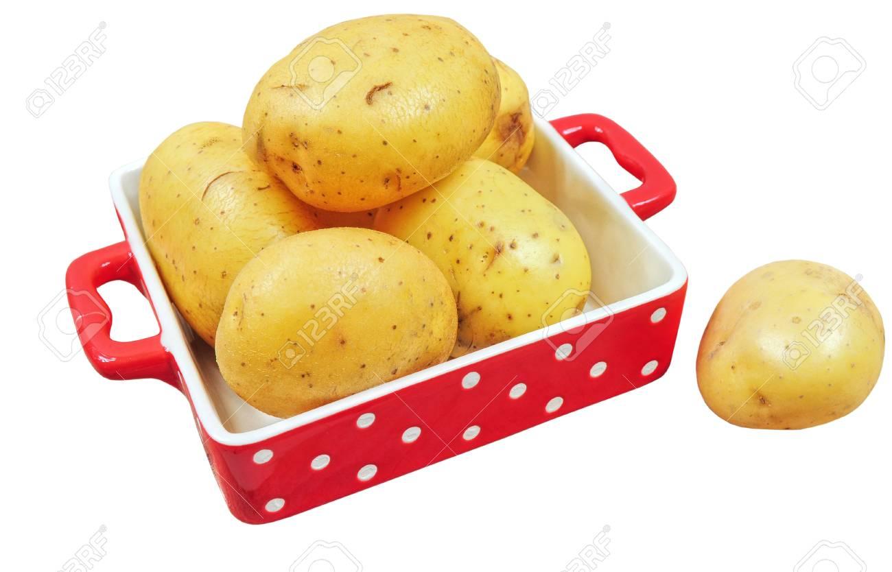 Rohe Kartoffeln In Roter Schale Isoliert Auf Weißem Hintergrund