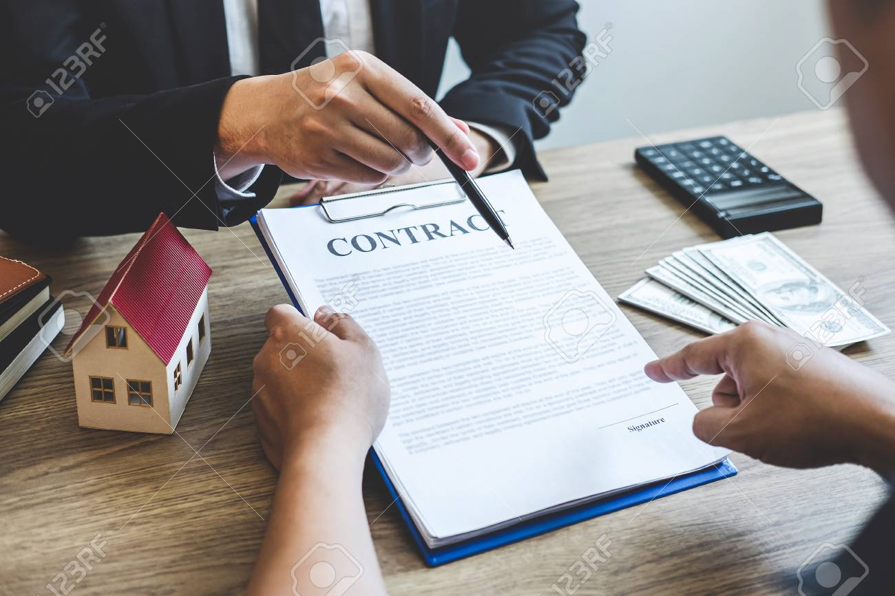 Estate Agent Broker Reach Contract Form To Client Signing Agreement