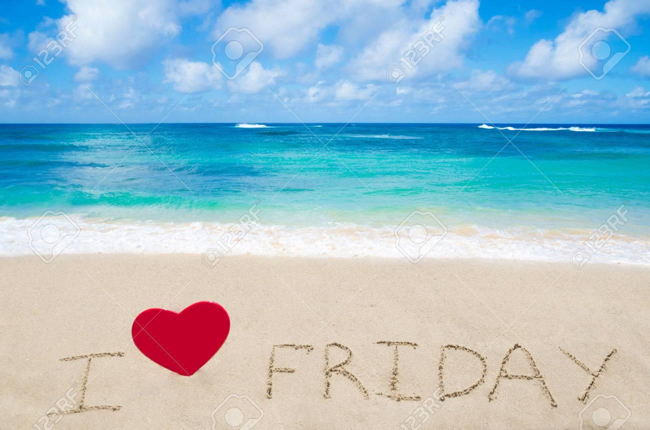 24379187-Se-connecter-J-aime-vendredi-avec-le-coeur-sur-la-plage-de-sable-de-l-oc-an-Banque-d'images
